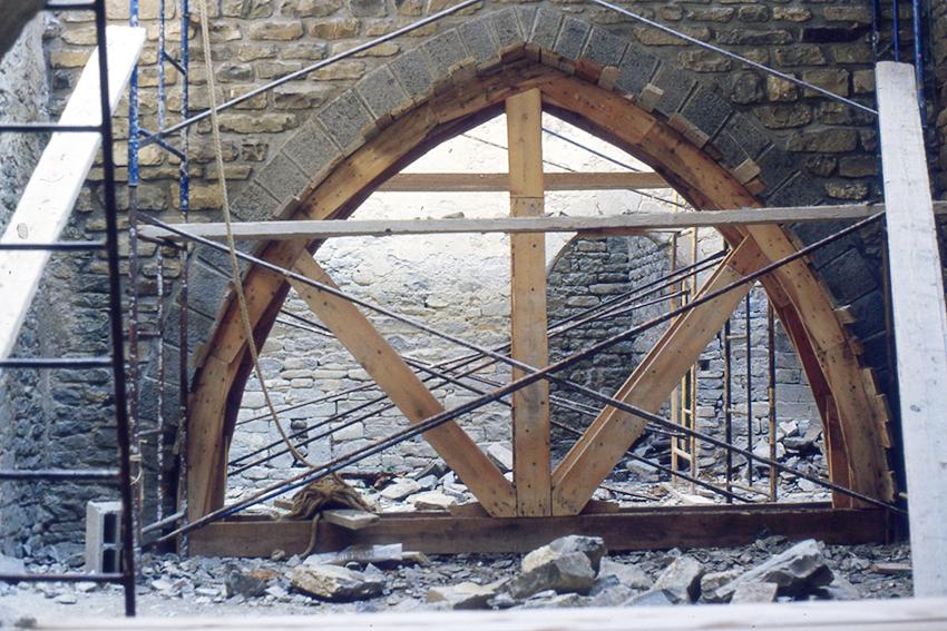 Cimbra para restituir arco apuntado del patio principal