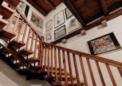 Escalera acceso planta primera y sala 7